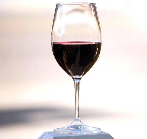plamy z czerwonrgo wina