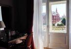 photo-1438954936179-786078772609