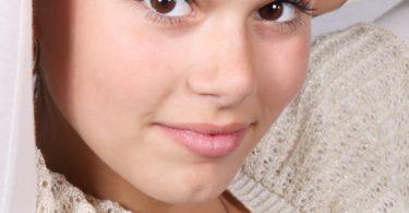 brunette-cute-face-fashion-41367
